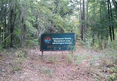 El Área de Manejo de la Vida Silvestre (WMA por sus siglas en inglés) y Reserva Ecológica Crackerneck, consta de 10,600 acres en el Condado de Aiken, propiedad del U.S. Department of Energy.