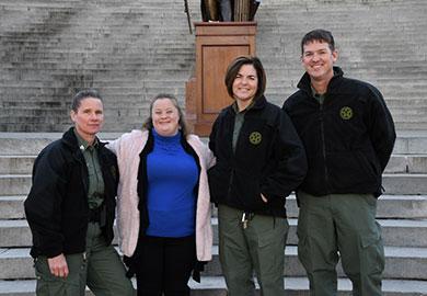 Representando al Departamento de Recursos Naturales de Carolina del Sur en la carrera (de izquierda a derecha) Sargento Raquel Salter, Capitán Karen Swink y Primer Sargento Earl Pope (SCDNR Foto por Kaley Lawrimore)