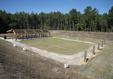 Una vista elevada del nuevo campo de tiro para rifle y pistola (Foto por Joey Frazier)