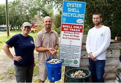 Una población saludable de ostiones depende de las conchas recicladas, las cuales son colectadas y utilizadas por el personal del SCDNR para reconstruir los arrecifes de ostiones de Carolina del Sur. (Foto: E. Weeks/SCDNR)