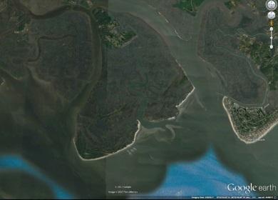 Otter Island (centro izquierda) se encuentra adyacente a Edisto Beach (derecha) justo donde desembocan los Ríos Ashepoo y South Edisto en St. Helena.